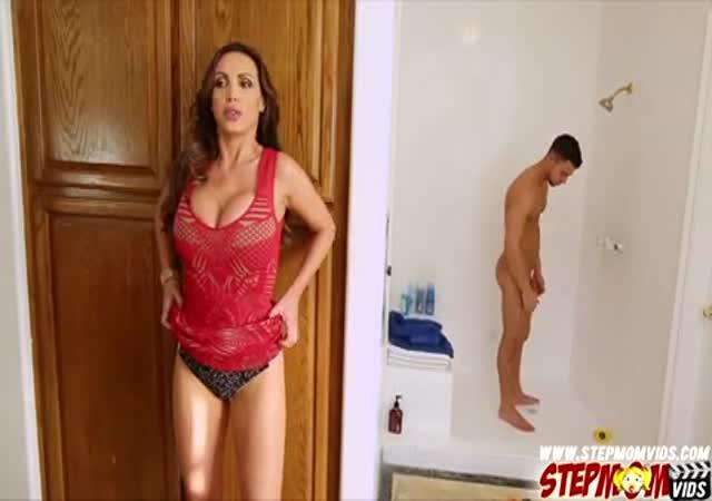 Espiando ala tia en la ducha - 5 10