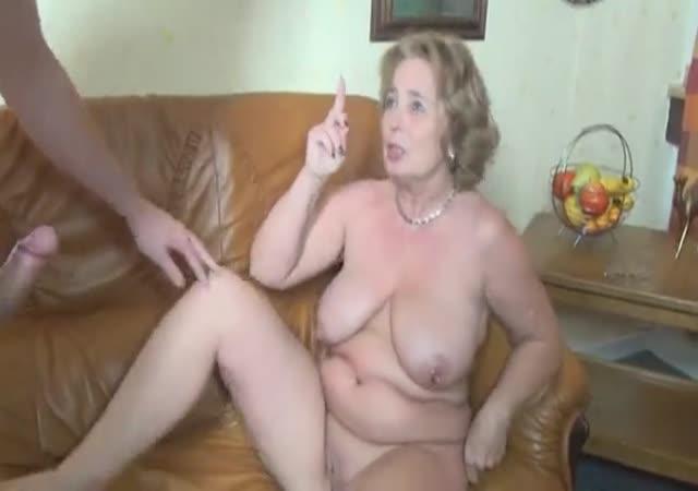 Abuela y abuelita teniendo sexo con chicas